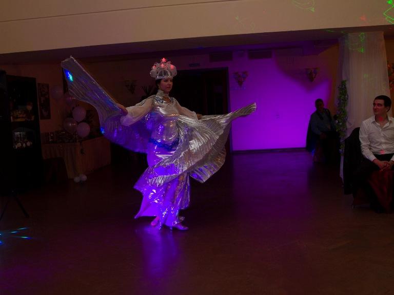 Алла Максимова танцует на свадьбе