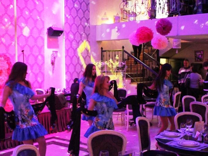 Наши девушки в ресторане Шабада