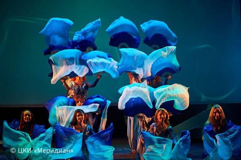"Танец с вейлами в спектакле ""Снова за синей птицей"""