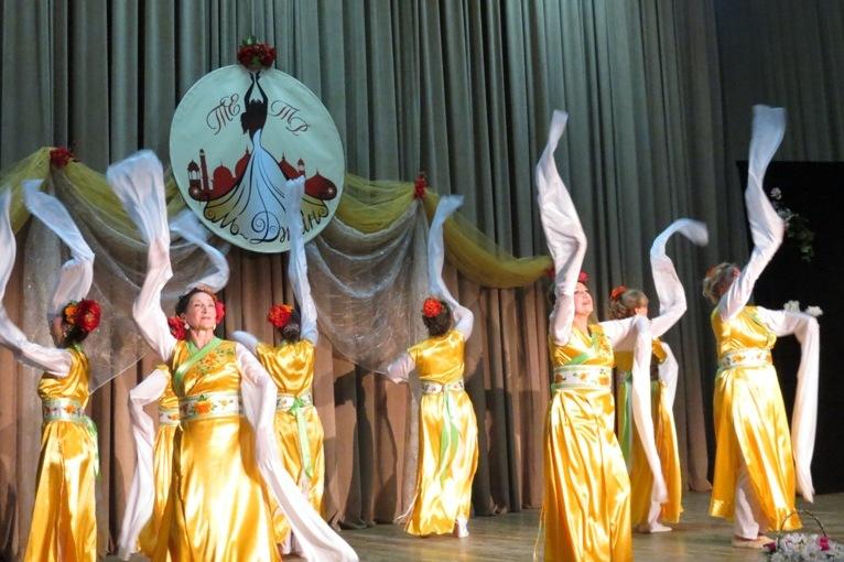 Китайский танец с рукавами