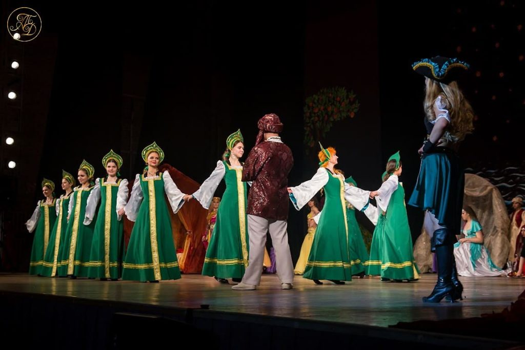 Спектакль Аурика. Пиратки под видом русских наложниц