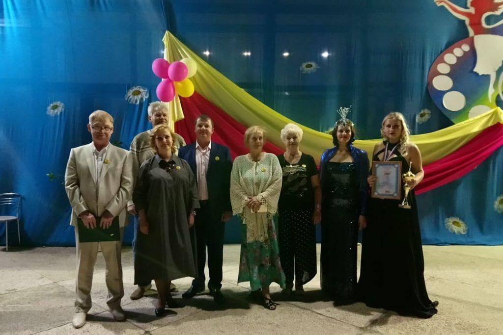 Члены жюри, организаторы и обладатели гран-при фестиваля после гала-концерта Фортуна 2019